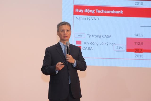 Ông Nguyễn Lê Quốc Anh, Tổng Giám đốc Techcombank thuyết trình về hoạt động kinh doanh của ngân hàng