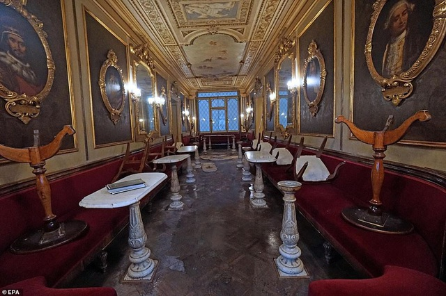 Quán cafe Florian nằm cạnh quảng trường St. Mark vốn được biết đến là quán cafe lâu đời nhất tại Châu Âu, nó đã xuất hiện bên cạnh quảng trường St. Mark từ năm 1720 và hoạt động cho tới hôm nay. Sàn nhà và nhiều đồ nội thất trong quán đã bị ảnh hưởng vì trận ngập vừa qua.