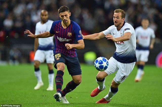 Tottenham 2-4 Barcelona: Messi rực sáng - 22