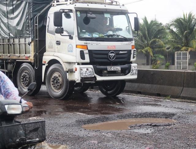 Quốc lộ nghìn tỷ qua tỉnh Bình Định hư hỏng nghiêm trọng sau vài cơn mưa đầu tháng 10/2018.