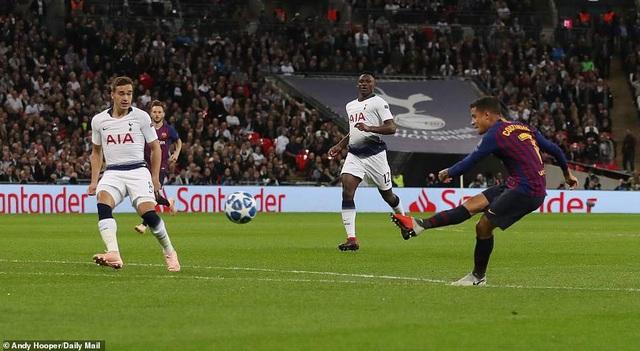 Tottenham 2-4 Barcelona: Messi rực sáng - 5