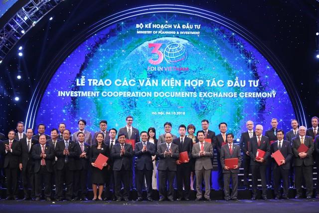 Thủ tướng Chính phủ Nguyễn Xuân Phúc chứng kiến lễ ký kết Biên bản Ghi nhớ (MOU) giữa các DN Việt Nam và các đối tác nước ngoài.