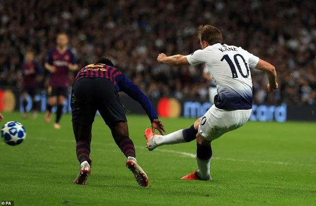 Kane rút ngắn tỷ số xuống còn 1-2 cho Tottenham ở phút 52