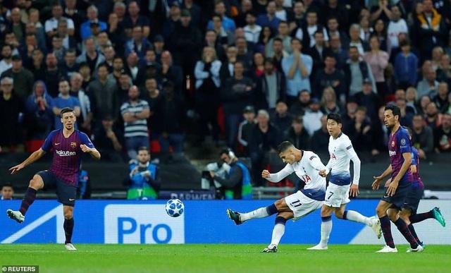 Lamela rút ngắn tỷ số xuống còn 2-3 cho Tottenham ở phút 66