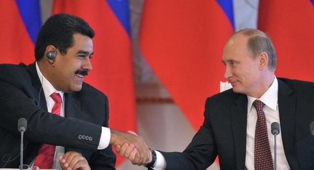 Tổng thống Putin đón người đồng cấp Venezuela Nicolas Maduro tại Moscow năm 2015 (Ảnh: Getty)