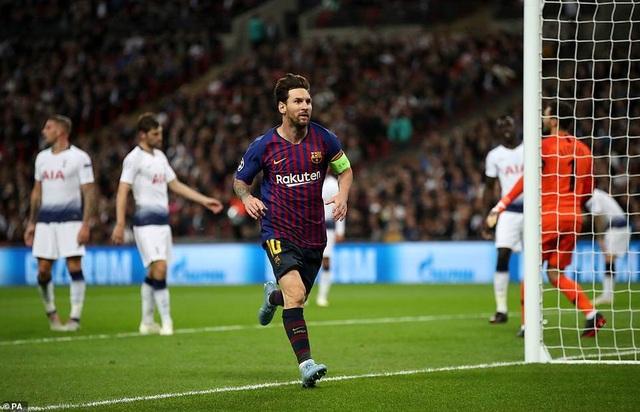 Tottenham 2-4 Barcelona: Messi rực sáng - 27