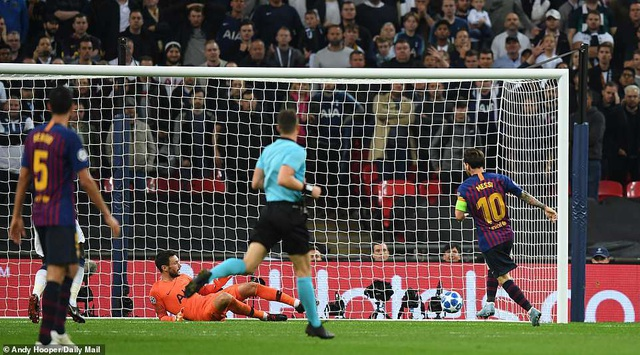 Lloris bất lực trước pha dứt điểm đơn giản của Messi