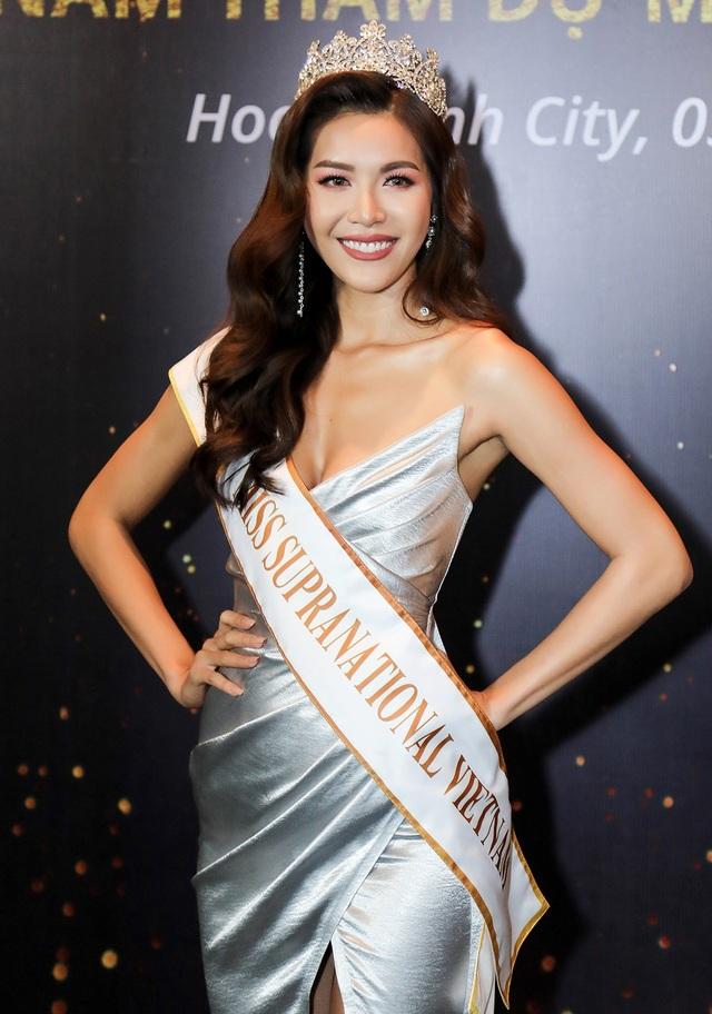 Minh Tú bất ngờ trở thành đại diện nhan sắc tại cuộc thi mà cô chính là một trong những giám khảo tham gia tìm kiếm thí sinh tốt nhất để đại diện cho chương trình đi thi quốc tế
