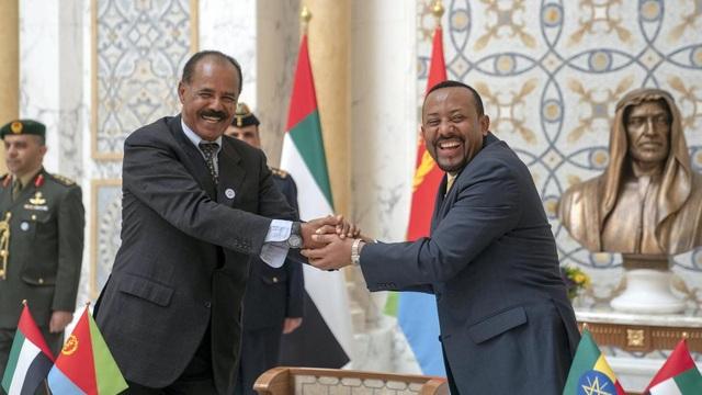 Thủ tướng Ethiopia Abiy Ahmed (phải) và Tổng thống Eritrea Isaias Afwerki (Ảnh: National)