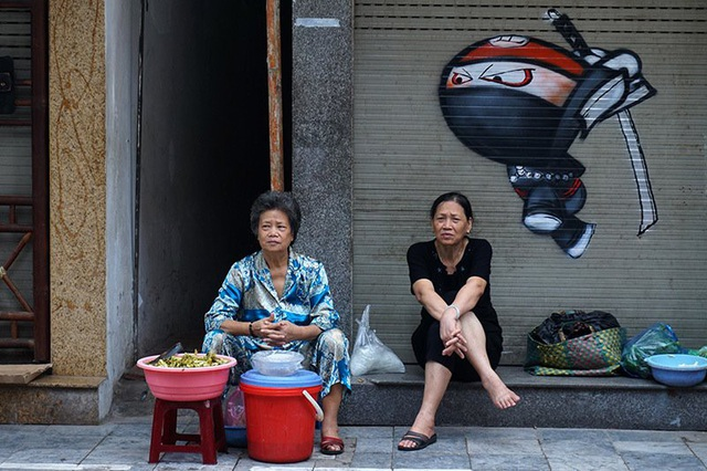 Những hình vẽ graffiti chỉ xuất hiện khi các cửa hàng đóng cửa từ nửa đêm đến khoảng 7, 8 giờ sáng hàng ngày.