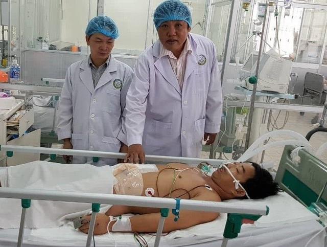 Sau phẫu thuật cấp cứu, nạn nhân tạm qua được nguy kịch