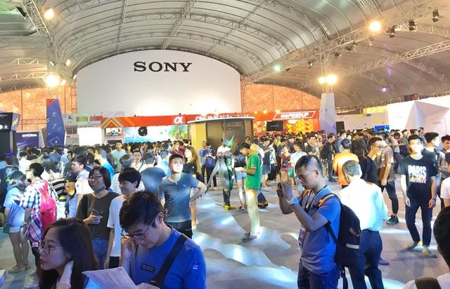 Hàng nghìn bạn trẻ đã đổ về Hà Nội để tham dự triển lãm Sony Show 2018.