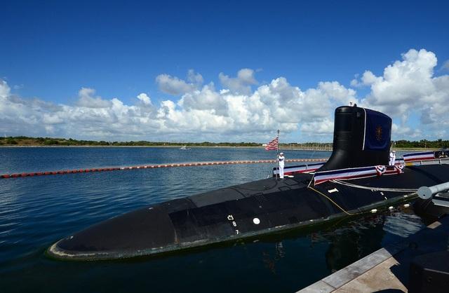USS Indiana dài 114m, rộng 10,3m, lượng giãn nước khi lặn là 7.800 tấn và có khả năng chở khoảng 140 người. Tốc độ tối đa của tàu này là 45km/h.
