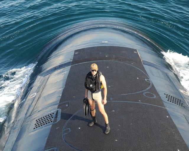 Hai ống phóng trên tàu USS Indiana. Mỗi ống này có thể phóng 6 tên lửa hành trình Tomahawk.