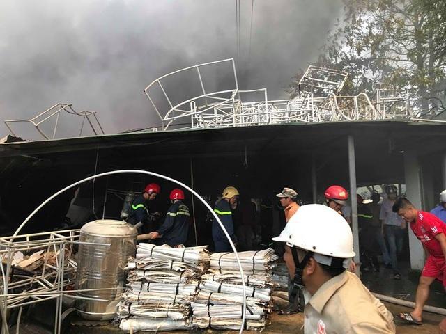 Cháy dữ dội tại xưởng đan ghế xuất khẩu - 6