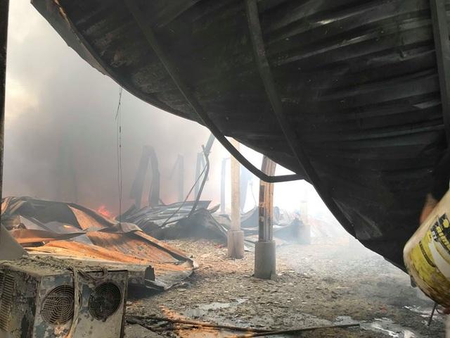 Nhà xưởng đổ sập