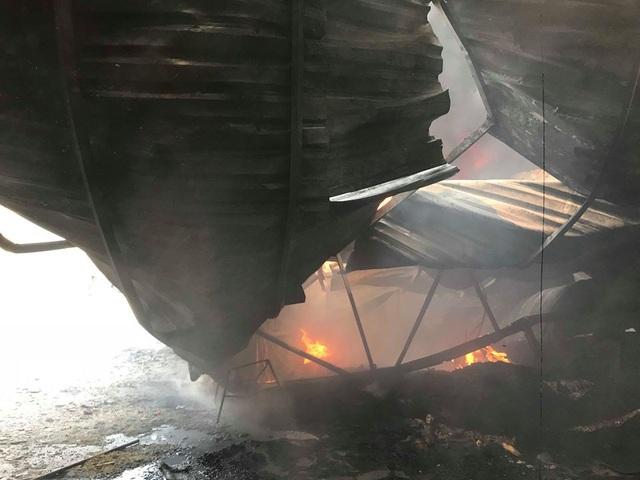 Cháy dữ dội tại xưởng đan ghế xuất khẩu - 4