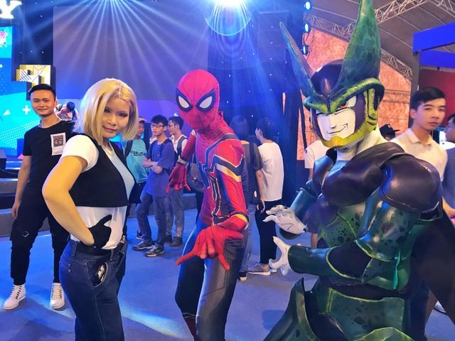 Cosplay, một trong những văn hóa không thể thiếu tại các kỳ triển lãm của Sony.