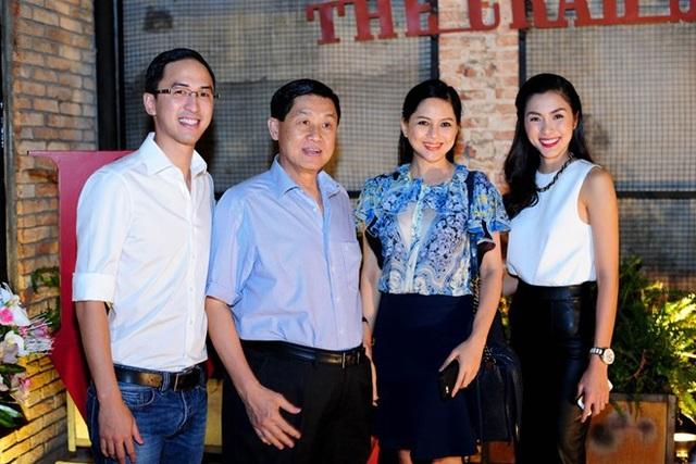 Bố mẹ chồng Hà Tăng đang dẫn dắt Sasco (mã chứng khoán SAS)