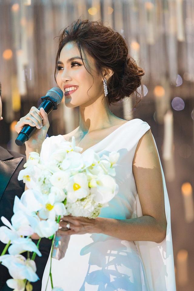 Chia sẻ trong ngày vui, Lan Khuê cho biết cả hai cả hai bị stress khi lễ cưới bị kéo dài, cô chia sẻ: Nhưng may mắn, mỗi khi một trong hai người có sự cố, người còn lại biết cân bằng, động viên nhau vượt qua.