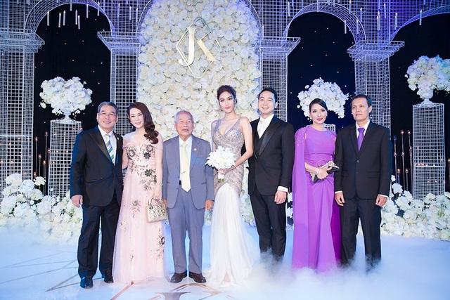 Gia đình hai họ trong ngày vui trọng đại của Lan Khuê và John Tuấn Nguyễn.