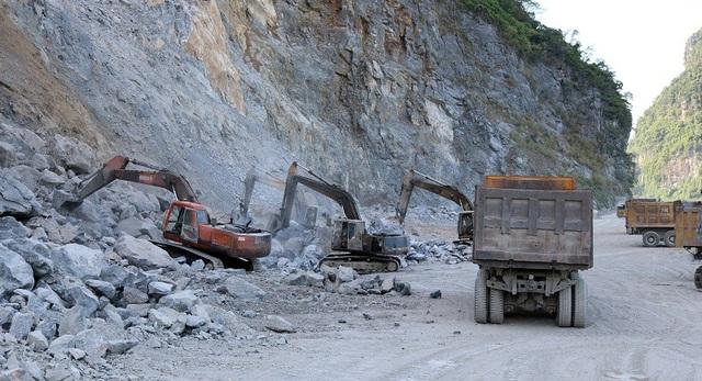 """Trong số 38 doanh nghiệp được cấp phép khai thác đá thì số đơn vị hội đủ các yếu tố, điều kiện an toàn chỉ đếm trên """"đầu ngón tay""""."""