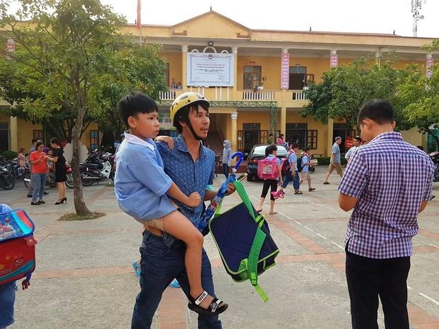 Hơn 100 học sinh nhập viện sau bữa trưa tại trường - 4