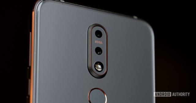Cận cảnh cụm camera kép trên sản phẩm