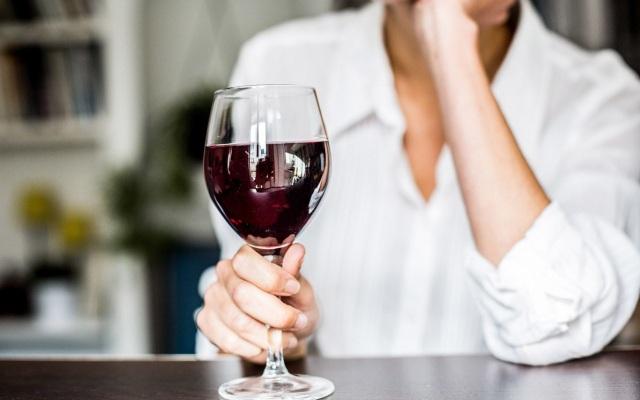 Một tuần uống vài ly rượu làm giảm nguy cơ chết sớm vì bệnh tim - 1