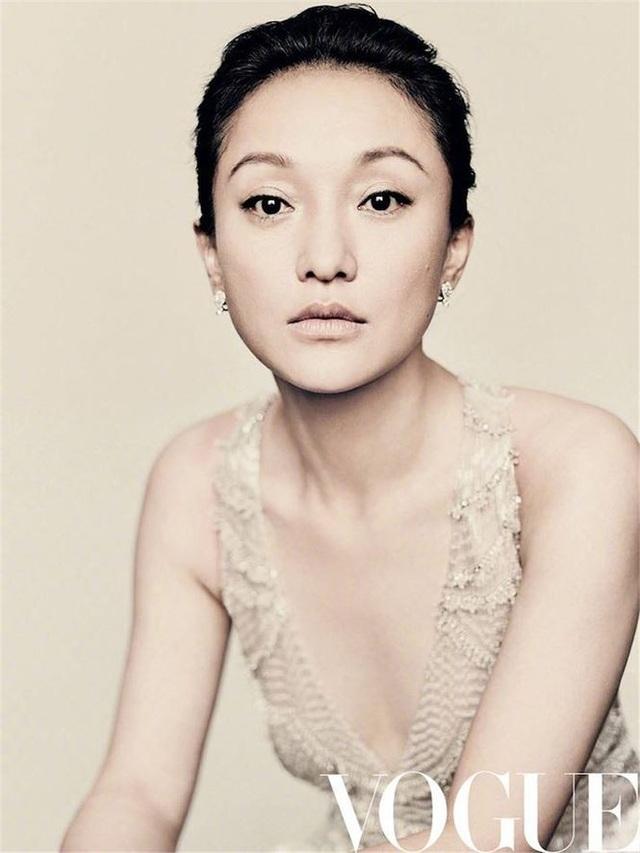 Châu Tấn trên bìa tạp chí Vogue, số tháng 10/2018.