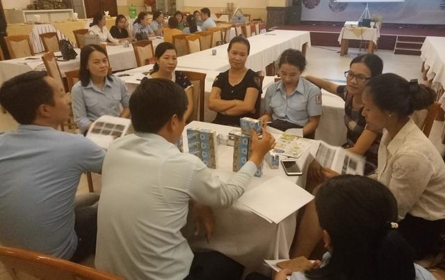 Thảo luận nhóm tại buổi tập huấn để đưa ra hình thức truyền thông hiệu quả nhất