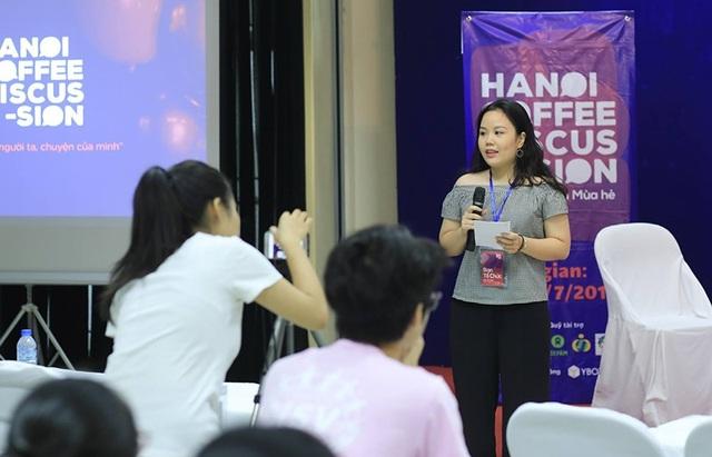 Mỹ Linh tham gia một chương trình. Mới ra trường nhưng Linh đã có kinh nghiệm làm việc và hiện đang là Cán bộ truyền thông tại Quỹ Nhi đồng Liên Hợp Quốc UNICEF.