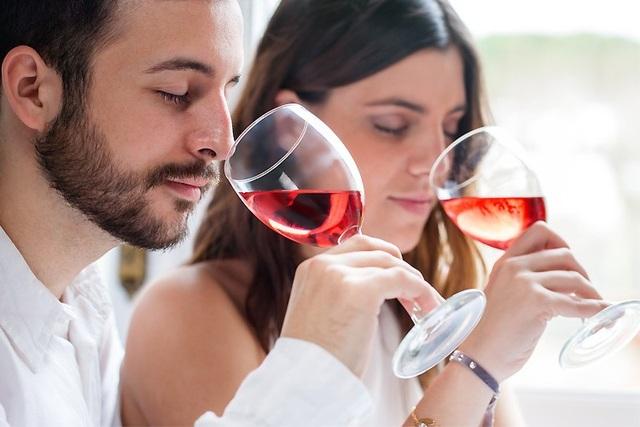 Với những người uống rượu hàng ngày, lợi ích không sánh được với tác hại.