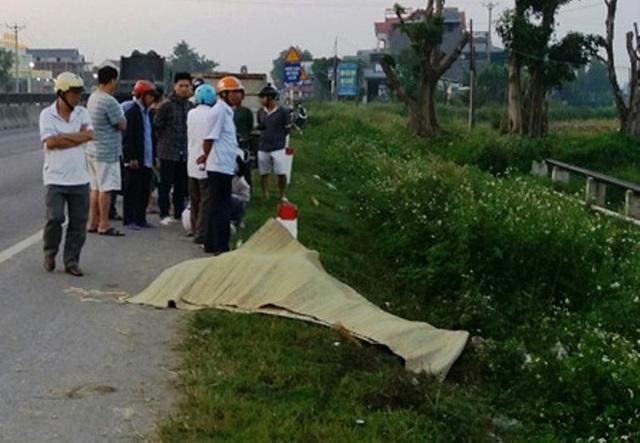 Thi thể nam thanh niên được phát hiện ven quốc lộ 1A, đoạn qua xã Quảng Phong, huyện Quảng Xương.