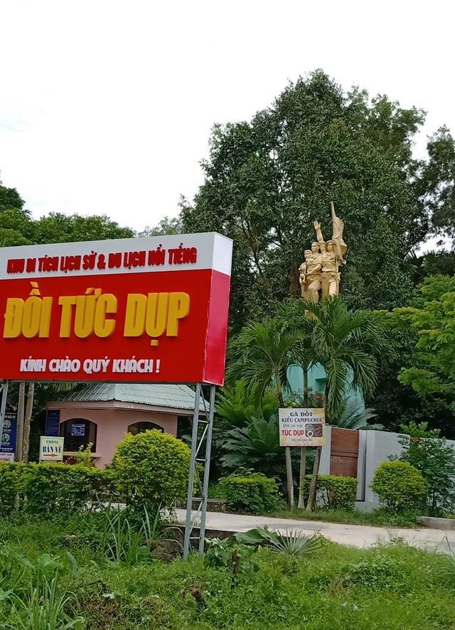 Đồi Tức Dụp nằm cạnh hương lộ 15 thuộc địa bàn xã An Tức, huyện Tri Tôn, tỉnh An Giang