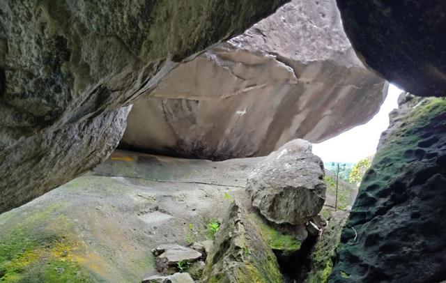 Đồi Tức Dụp là sự kỳ diệu của tạo hoá khi các tảng đá lớn xếp chồng lên nhau