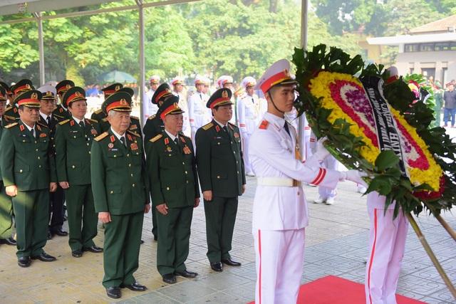 Đoàn viếng của Bộ Quốc phòng do Bộ trưởng - Đại tướng Ngô Xuân Lịch dẫn đầu.
