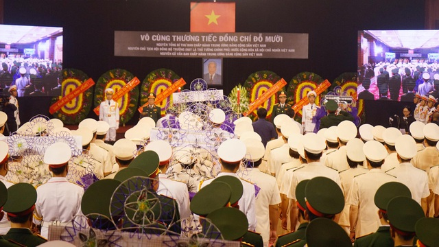 Các đoàn viếng tại Hội trường Thống Nhất TPHCM (Ảnh: Phạm Nguyễn)