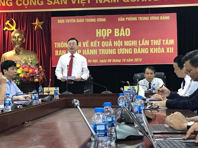 Phó Trưởng Ban Tuyên giáo TƯ Bùi Trường Giang thông tin tại buổi họp báo