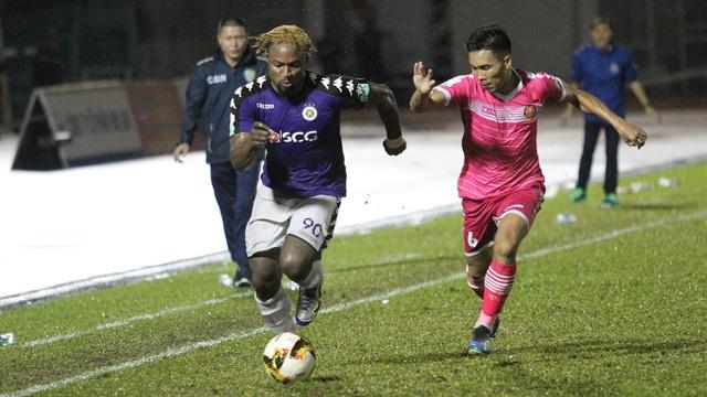 Oseni (CLB Hà Nội) đang dẫn đầu với 17 bàn thắng