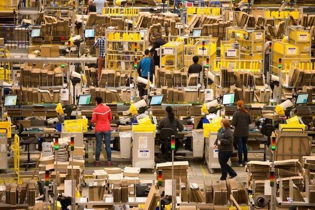 Amazon đã quyết định tăng lương tối thiểu cho tất cả các công nhân tại Mỹ lên thành 15 USD/giờ