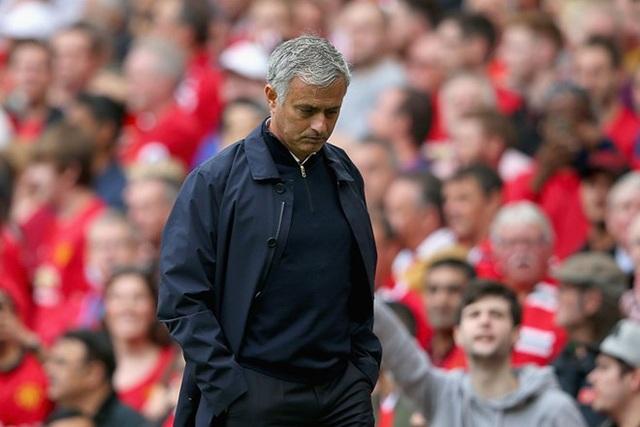 Một chiến thắng trước Newcastle sẽ tạm thời giữ Mourinho ở lại Man Utd