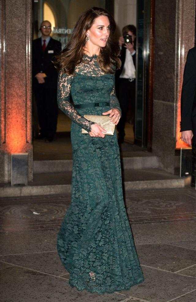Kate Middleton trong bộ váy ren Temperley London