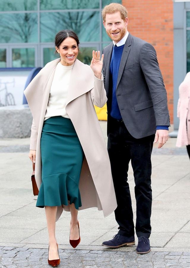 Vợ hoàng tử Harry được yêu mến bởi gu thời trang tinh tế