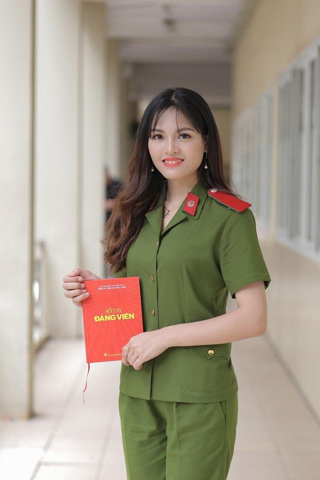 Bảng thành tích ấn tượng của nữ thủ khoa kép trường HV Cảnh sát nhân dân - 2