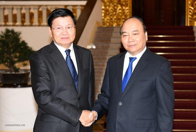 Thủ tướng Nguyễn Xuân Phúc và Thủ tướng Lào Thongloun Sisoulith chiều 6/10 tại trụ sở Chính phủ (ảnh: VGP)