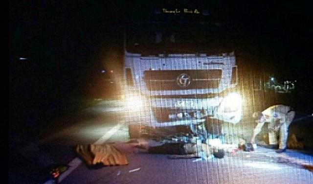 Hiện trường vụ tai nạn đường bộ tối 6/10 khiến 2 người tử vong tại chỗ
