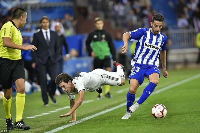 Alaves chơi sắc sảo và ấn tượng hơn Real Madrid