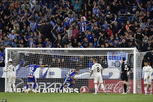 Manu Garcia Sanchez ghi bàn thắng duy nhất của Alaves ở phút bù giờ