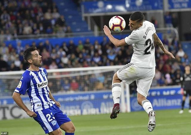Ceballos chơi nhạt nhòa khi được trao cơ hội trên hàng công